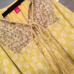 Adorable Boho yellow floral top by ELLE.